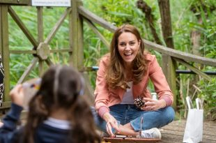 Duchess Kate Isn't The Most Popular Mum At School Gates As Another Turns Heads